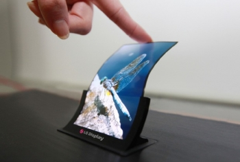 LG's 5-inch unbreakable and flexible plastic OLED panel
